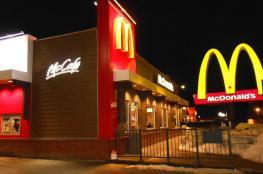 """بالصور: احتفال غريب من """"ماكدونالدز"""" بيوم المرأة العالمي"""
