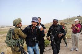 في يومهم العالمي .. 12 صحفياً يقبعون في سجون الاحتلال