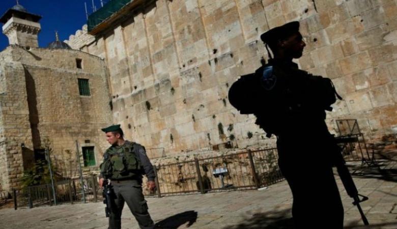 الاحتلال يعتقل فتى بزعم محاولة تنفيذ عملية طعن بالخليل