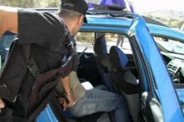 القبض على شخصين بتهمة سرقة ونشل أجهزة محمولة بالخليل