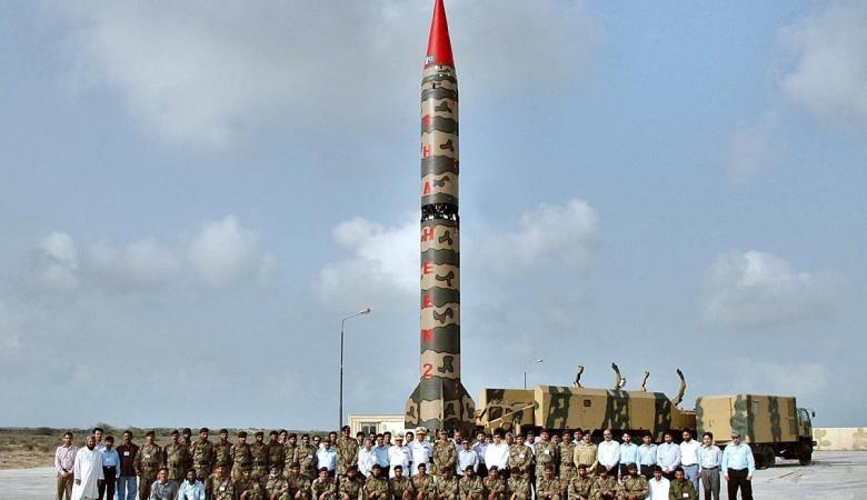 باكستان تهدد بضرب اسرائيل بالنووي