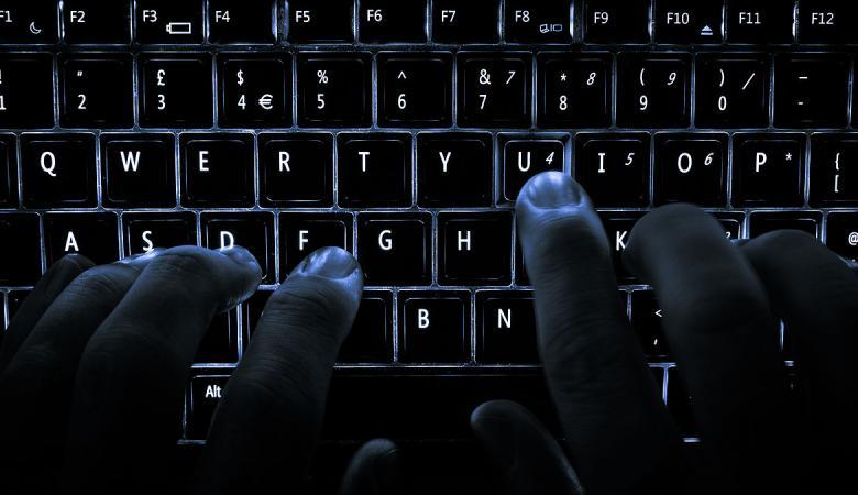 """الأجهزة الأمنية الجزائرية تعتقل """"هاكر"""" اختراق عدد كبير من البنوك الأوروبية!"""