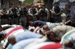 المقدسيون يواصلون الاعتصام امام أبواب المسجد الاقصى