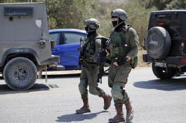 الاحتلال يستولي على كاميرات مراقبة ويعتقل ثلاثة شبان غرب رام الله