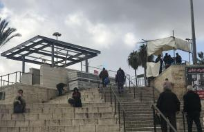 بلدية الاحتلال تضع منصات حديدية للشرطة في منطقة باب العامود