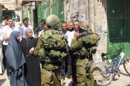 الاحتلال يمنع المواطنين من الوصول لمنازلهم في محيط الحرم الإبراهيمي