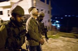 بينهم والد شهيد ..الاحتلال يشن حملة اعتقالات بالضفة