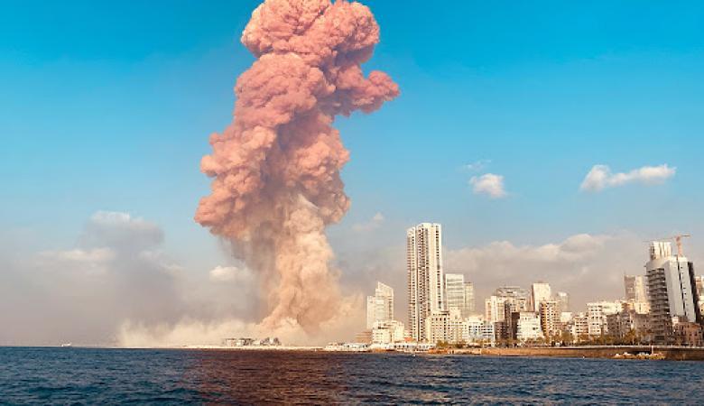 كارثة بيروت ..الخبراء يكشفون سر السحب البرتقالية