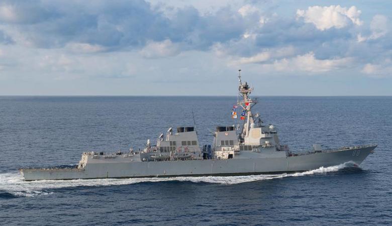 مدمرة أمريكية تنفذ عملية إبحار في بحر الصين