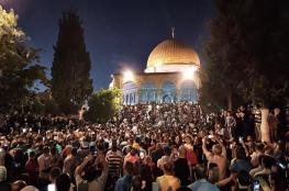 شاهد : المقدسيون يحتلفون بفتح أبواب المسجد الأقصى