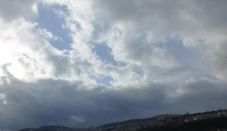 حالة الطقس: أجواء ربيعية لطيفة وفرصة مهيأة لسقوط أمطار