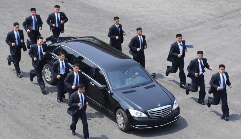 """شاهد ...كيم يشتري سيارة فاخرة من نوع """"رولز رايز"""" (صور)"""