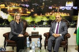 الحساينة يبحث مع ممثلة النرويج قضايا الحصار وإعادة إعمار غزة