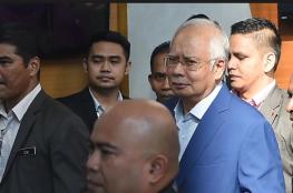 رئيس وزراء ماليزيا السابق أشغل 22 موظفاً 3 أيام في عد ملايين الدولارات التي اختلسها