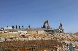 الاحتلال يهدم بناية من أربع شقق سكنية وطابق أرضي في الخليل