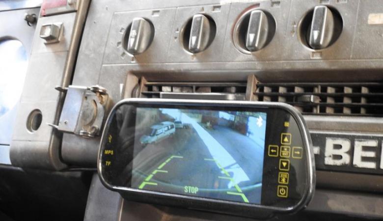 غزة ..تركيب كاميرات خلفية للمركبات الثقيلة ورياض الأطفال