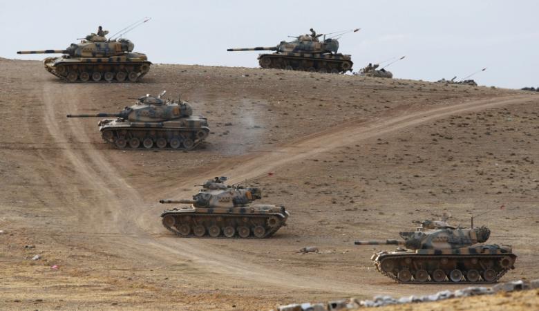 تركيا تعزز قواتها على الحدود مع سوريا وتنشر الدبابات والمدفعية