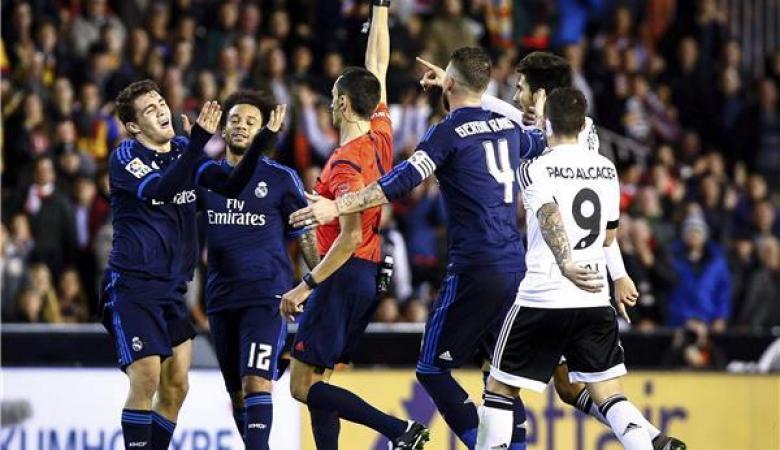"""مباراة مجنونة تنتهي بالتعادل الايجابي بين ريال مدريد وفالنسيا """"فيديو """""""