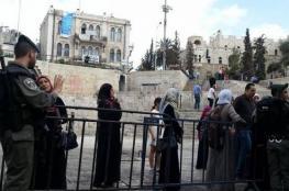 الاحتلال يبعد مقدسيًّا وحارسًا ومعلمة عن الأقصى
