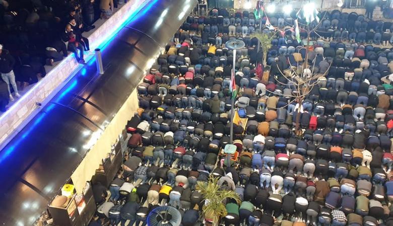 """""""الفجر العظيم""""..الآلاف يصلون الفجر في مساجد فلسطين"""