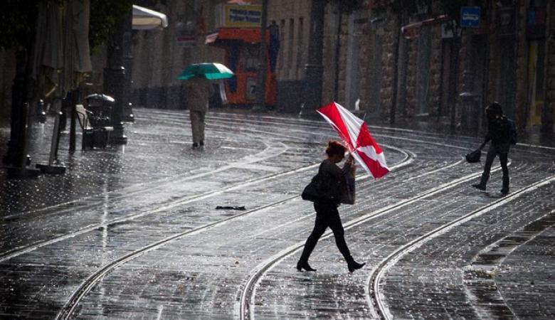 حالة الطقس : منخفض جوي مصحوب بكتلة هوائية شديدة البرودة