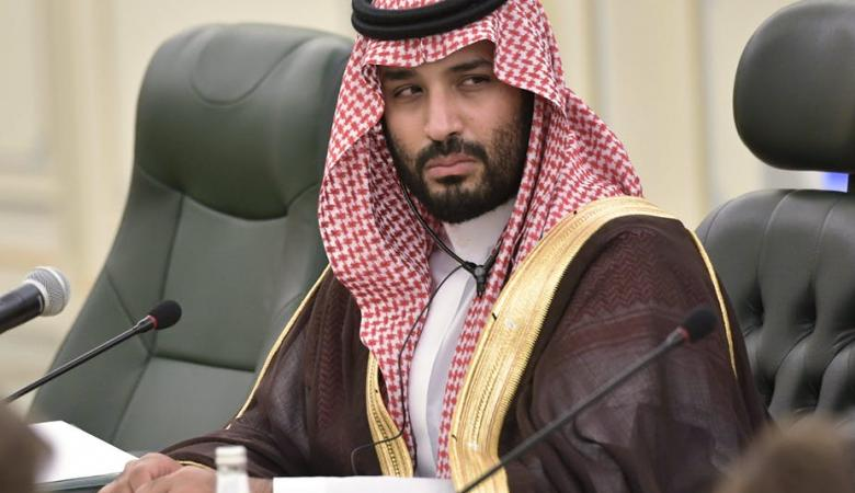 شاهد ...هذا ما يفعله محمد بن سلمان في الاجتماعات المغلقة
