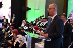 رئيس الوزراء رامي الحمد الله خلال حفل تكريم أوائل الطلبة المتفوقين،في الثانوية العامة