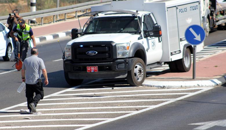 المستوطنون يهاجمون مركبات المواطنين شرق الخليل