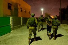 قوات الاحتلال تعتقل 10 مواطنين من الضفة الغربية فجر اليوم