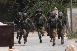الاحتلال يعتقل 22 مواطنا من الضفة الغربية فجر اليوم