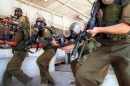 """قوات القمع تقتحم قسم الأسرى المضربين في سجن """"نيتسان"""""""