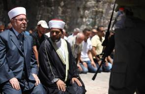 الفلسطينيون يرفضون الصلاة في الاقصى عن طريق بوابات الاحتلال