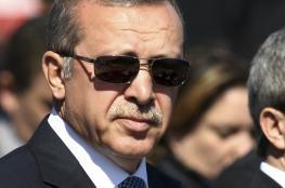 بسبب أردوغان ...قيادي بحزب المعارضة التركية يهدد بحرق نفسه وسط ميدان تقسيم