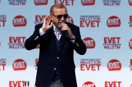 اردوغان يطالب الرئيس الفرنسي بفحص دماغه