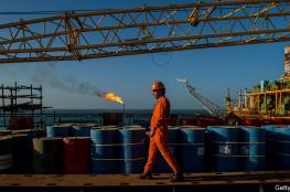 النفط يصعد بقوة ويسجل أعلى سعر له منذ شهر ونصف