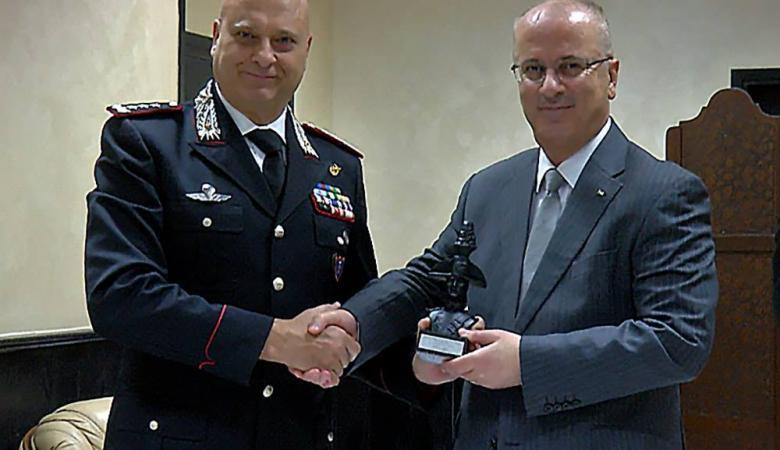 الحمد الله يبحث مع مسؤول في الشرطة الايطالية تعزيز التعاون المشترك