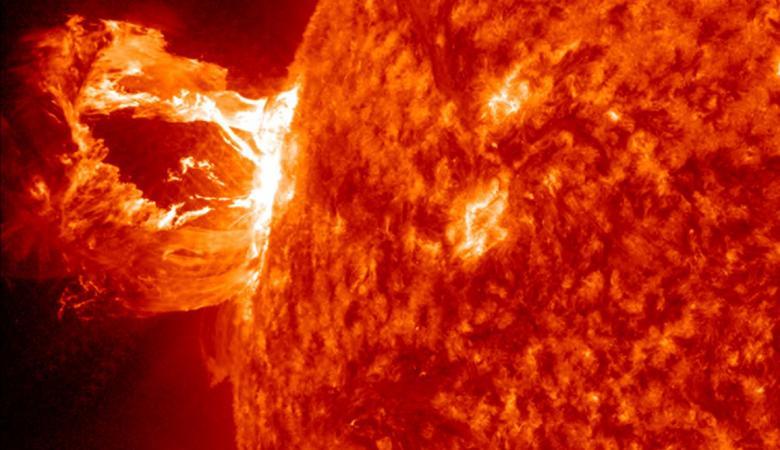الأرض على موعد مع عاصفة شمسية خلال أيام