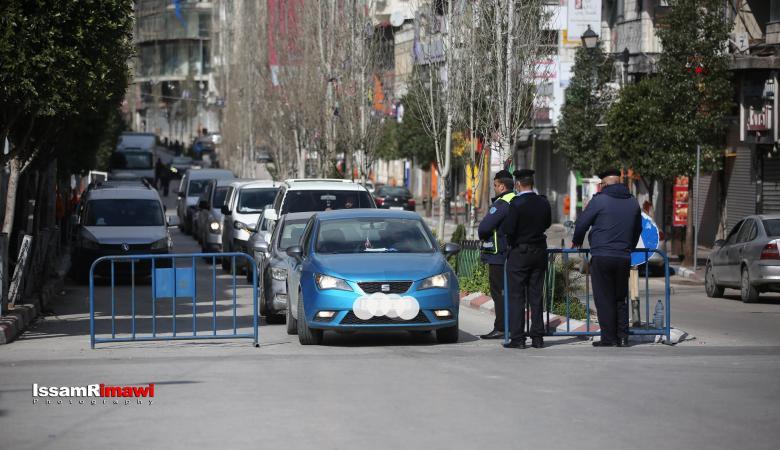 الشرطة تسحب رخص 50 سائق لعدم التزامهم بالاجراءات في رام الله
