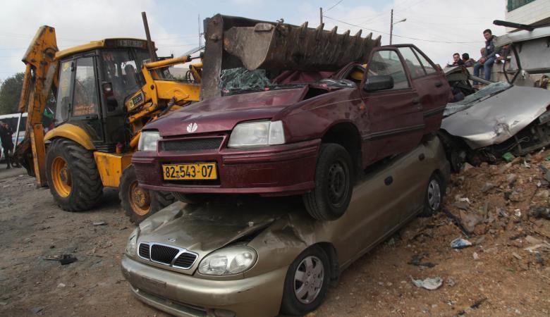 اتلاف 45 مركبة غير قانونية واعتقال 9 مطلوبين في نابلس