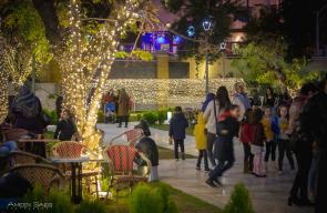 بلدية رام الله تفتتح سوق الميلاد في مقر البلدية