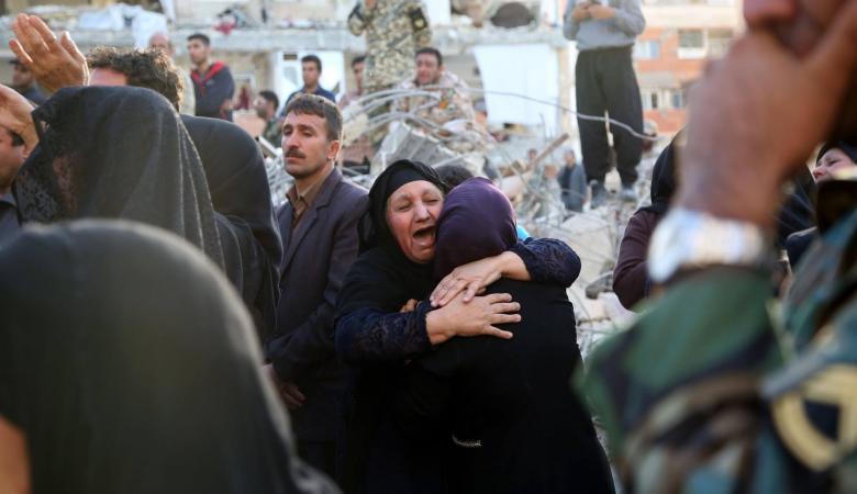 طهران تعلن الحداد بعد ارتفاع قتلى الزلزال المدمر