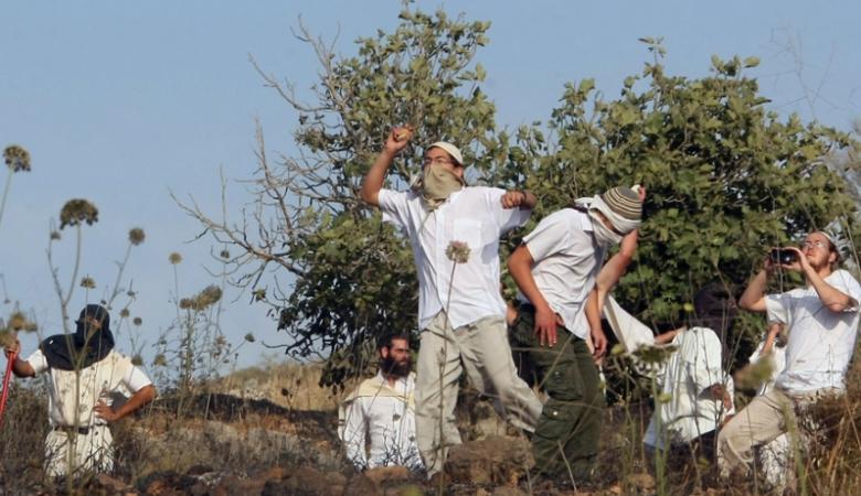 المستوطنون يحطمون عشر مركبات للمواطنين بين رام الله نابلس