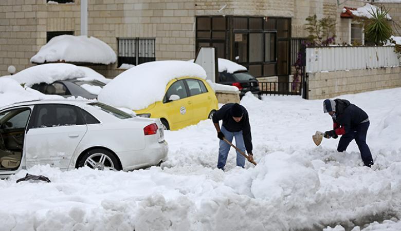 حالة الطقس : عواصف وأمطار غزيرة وثلوج على ارتفاعات 900 متر