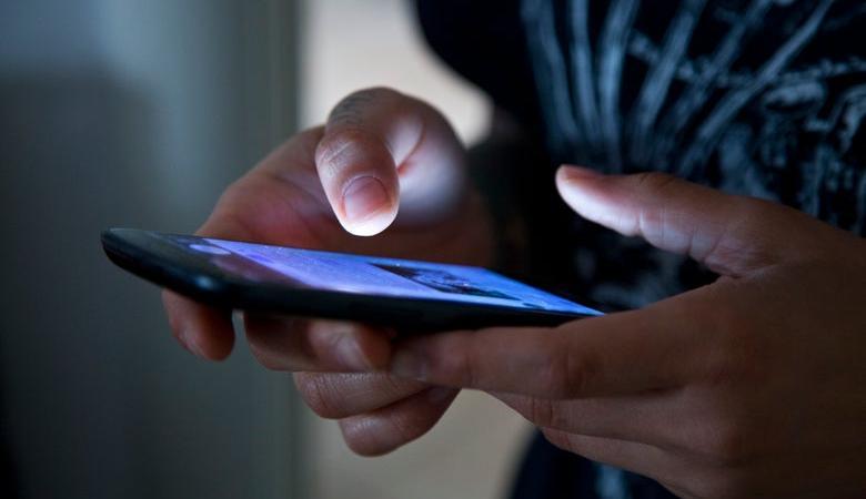 فضيحة جديدة لفيسبوك ...مئات الموظفين يستمعون لمحادثات المستخدمين