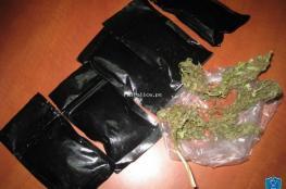 القبض على شخصين متهمين بحيازة وتجارة المخدرات في رام الله