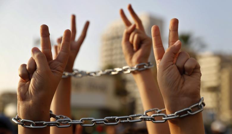 الاحتلال يرضخ لمطالب الاسرى الفلسطينيين