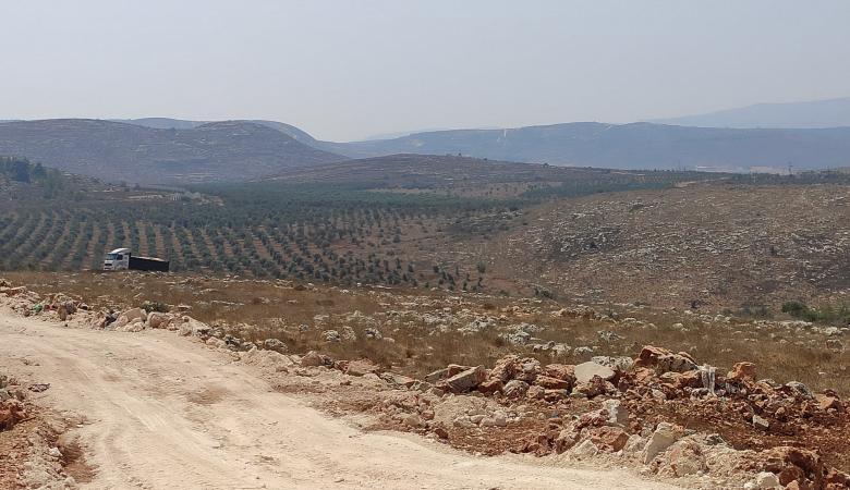 الاحتلال يجرف اراضي في نابلس لاقامة بؤرة استيطانية