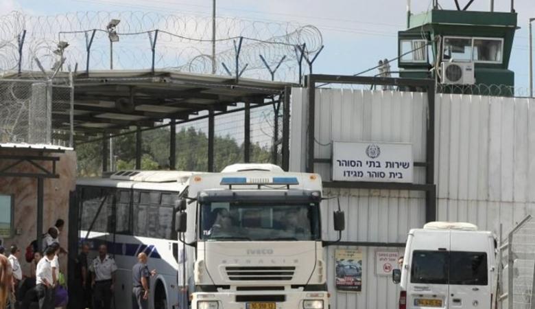 100 عملية اقتحام نفذتها قوات الاحتلال للسجون منذ بداية العام