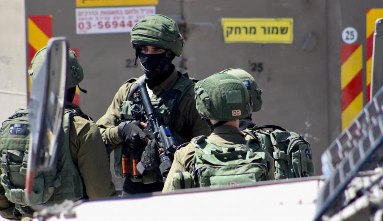 """""""اسرائيل """" تعلن اعتقال فلسطينيين جهزوا عبوات ناسفة برام الله"""