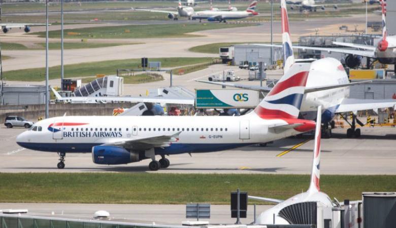 """احتجاز 8 طائرات في مطار هيثرو بلندن بسبب """"كورونا"""""""